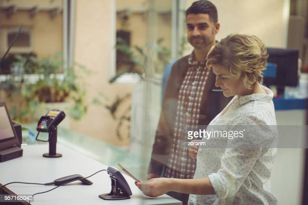 Paying contactless using smart phone