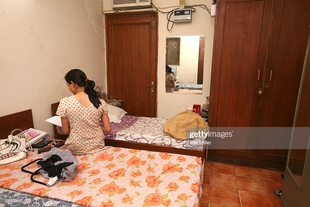 Paying Guest Rooms for Girls in South Delhi.