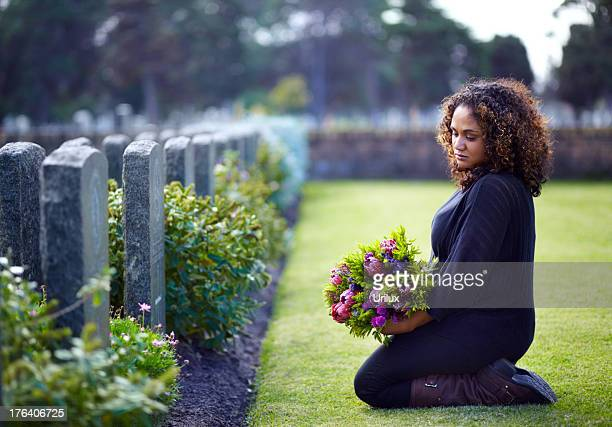 paying her respects - cemetery stock pictures, royalty-free photos & images