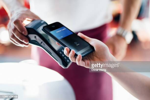 paying with mobile phone at restaurant - assistance stock pictures, royalty-free photos & images
