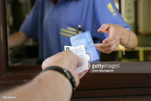 Payment with credit card at the tollbooth near Vienne