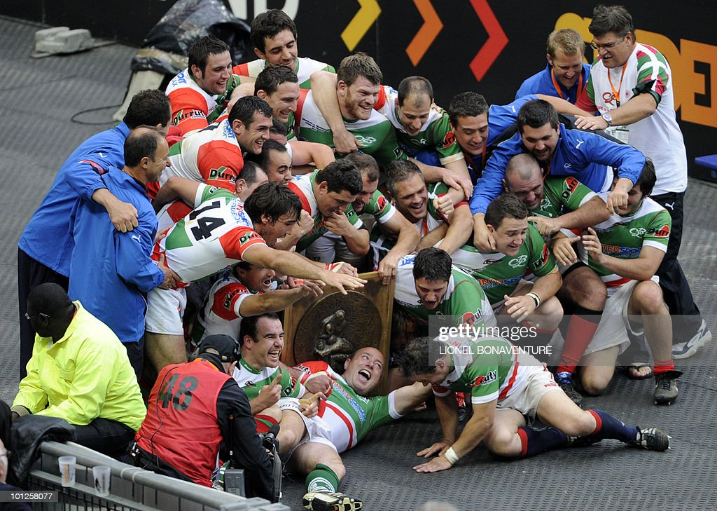 Pays Basque-Landes players celebrate at the end of the Federation Cup Rugby Union match Pays Basque-Landes versus Bagneres-Bigorre, on May 29, 2010 at Stade de France in Saint-Denis, northern Paris.