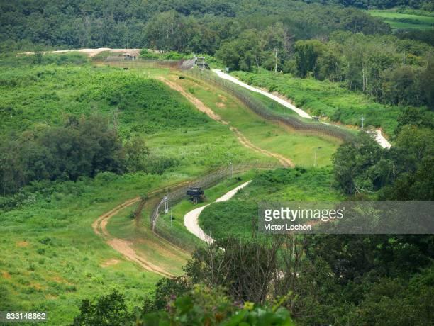 Paysage et barrière de fils barbelés en DMZ zone tampon située à la frontière de la Corée du Sud et de la Corée du Nord séparant ces deux pays de 4...