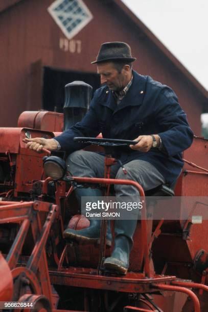 Paysan suédois sur son tracteur en 1973 en Suède