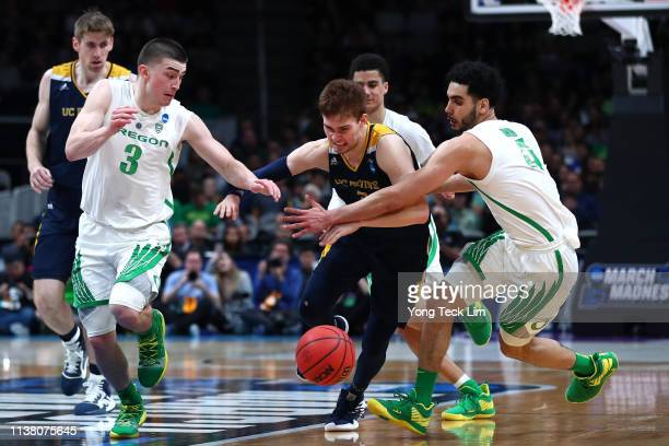 Payton Pritchard and Ehab Amin of the Oregon Ducks competes for a loose ball with Robert Cartwright of the UC Irvine Anteaters in the second half...