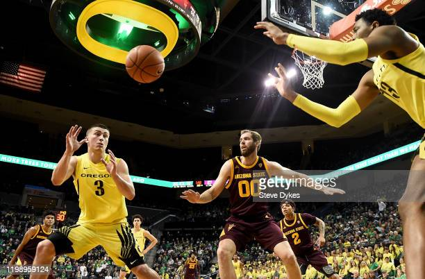 Payton Pritchard of the Oregon Ducks catches an inbounds pass from Chandler Lawson as Mickey Mitchell of the Arizona State Sun Devils defends during...