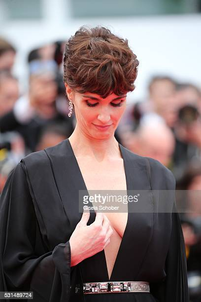 Paz Vega attends The BFG premiere during the 69th annual Cannes Film Festival at the Palais des Festivals on May 14 2016 in Cannes France