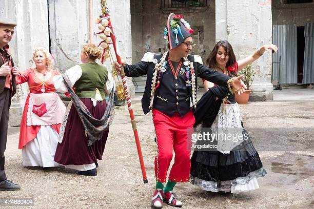 Pazzariello ナポリのマスクと伝統的なダンスを