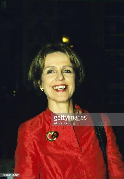 Pädagogin Politikerin SPD D Oberbügermeisterin von Bonn Porträt in Abendgaderobe Februar 2000