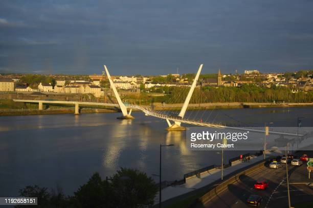 peace bridge, evening light, derry, (londonderry), n.ireland. - river foyle stock pictures, royalty-free photos & images