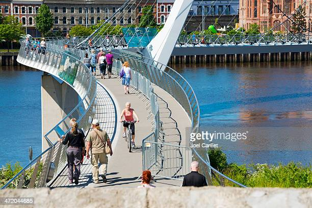 peace bridge in derry, northern ireland - derry northern ireland stock pictures, royalty-free photos & images