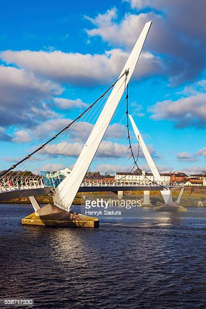 peace bridge in derry - river foyle stock pictures, royalty-free photos & images