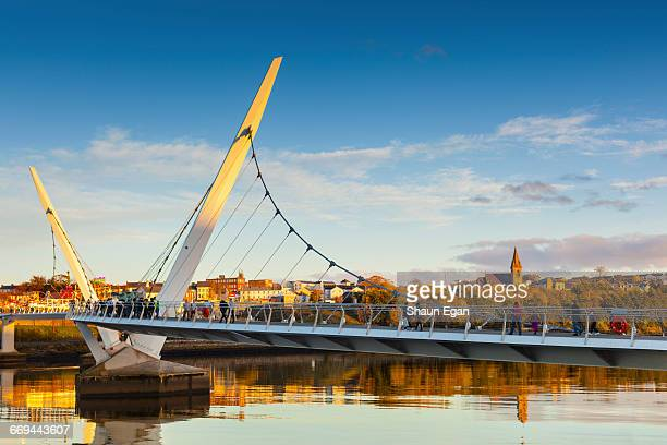 peace bridge, londonderry, northern ireland - river foyle stock pictures, royalty-free photos & images