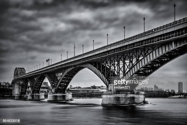 peace ブリッジの - ニューヨーク州バッファロー市 ストックフォトと画像
