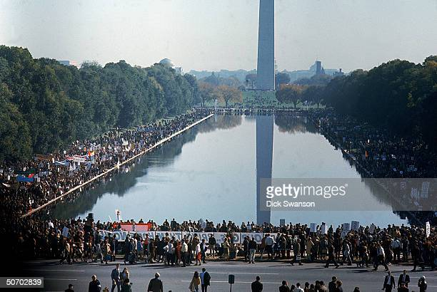 Peace demonstrators protesting the Vietnam War around the Washington Monument