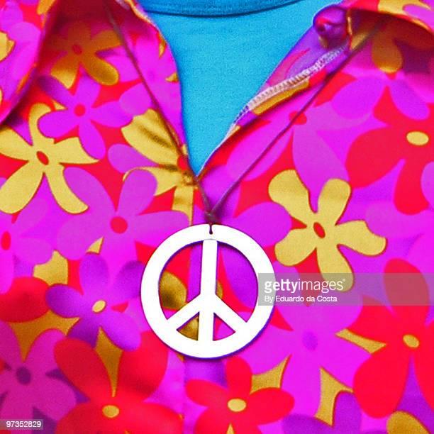peace logo - symbole de la paix photos et images de collection