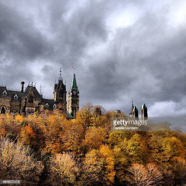"""peace tower and parliament hill in autumn - """"danielle donders"""" stock pictures, royalty-free photos & images"""