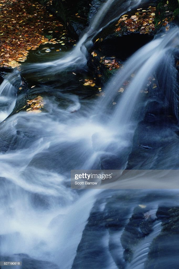 Peaceful waterfall : Bildbanksbilder