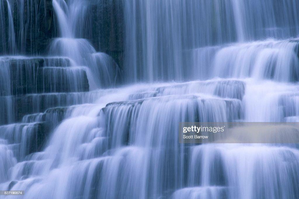 Peaceful waterfall : Foto de stock