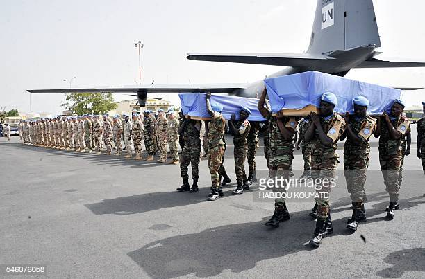 UN peacekeeper soldiers carry the coffinsof two Dutch UN peacekeepers accidently killed during their funerals on July 11 2016 at the Bamako airport...
