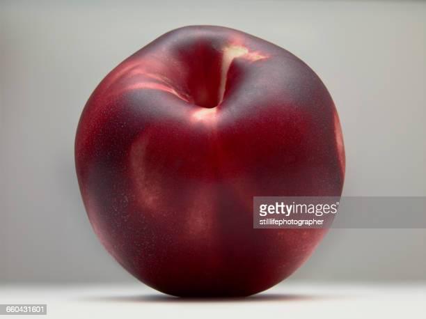 peach sitting on white surface - ピーチカラー ストックフォトと画像