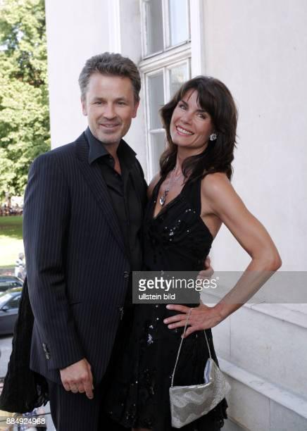 Peach Timothy Schauspieler GB mit Ehefrau Nicola Tiggeler