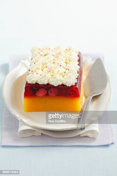 peach-berry jelly topped with whipped cream - rua fotografías e imágenes de stock