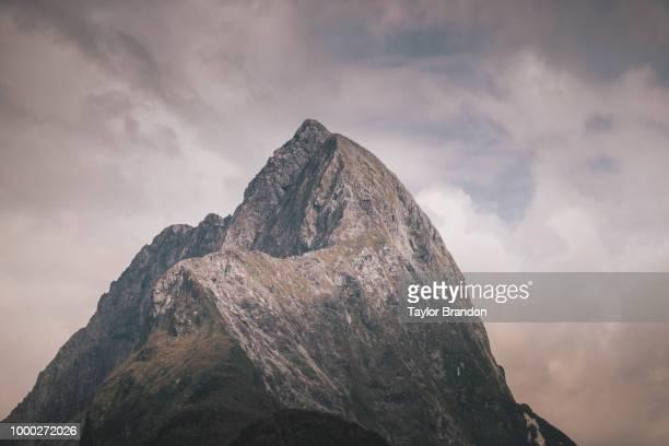 peak 2 - felsspitze stock-fotos und bilder