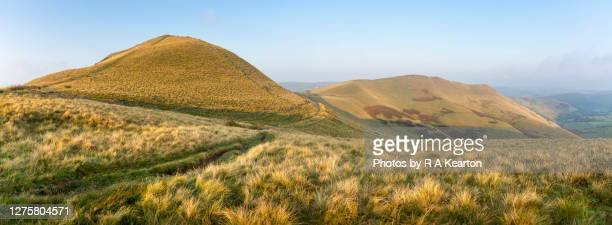 peak district hills on an autumn morning - local landmark stock pictures, royalty-free photos & images