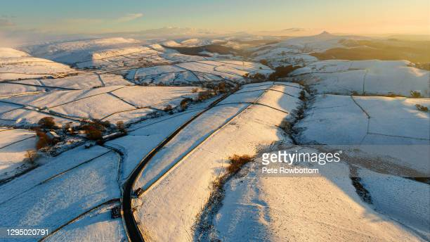 peak district snow covered landscape - deep snow stock pictures, royalty-free photos & images