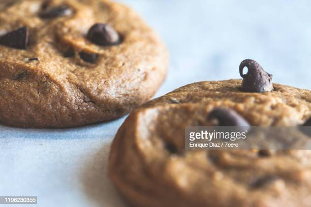 peanut butter choc chip cookies (two close-up) - チョコレートチップクッキー ストックフォトと画像