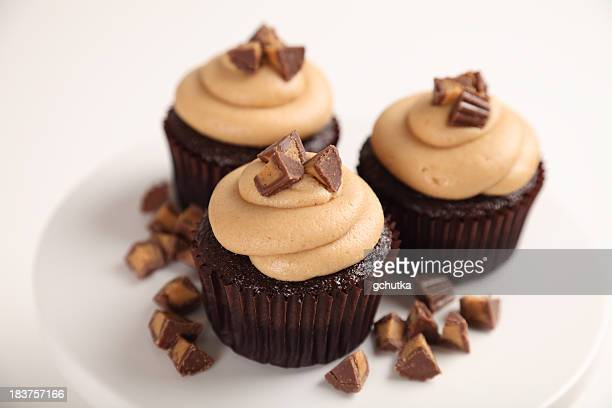 peanut butter cupcakes - gchutka stock pictures, royalty-free photos & images