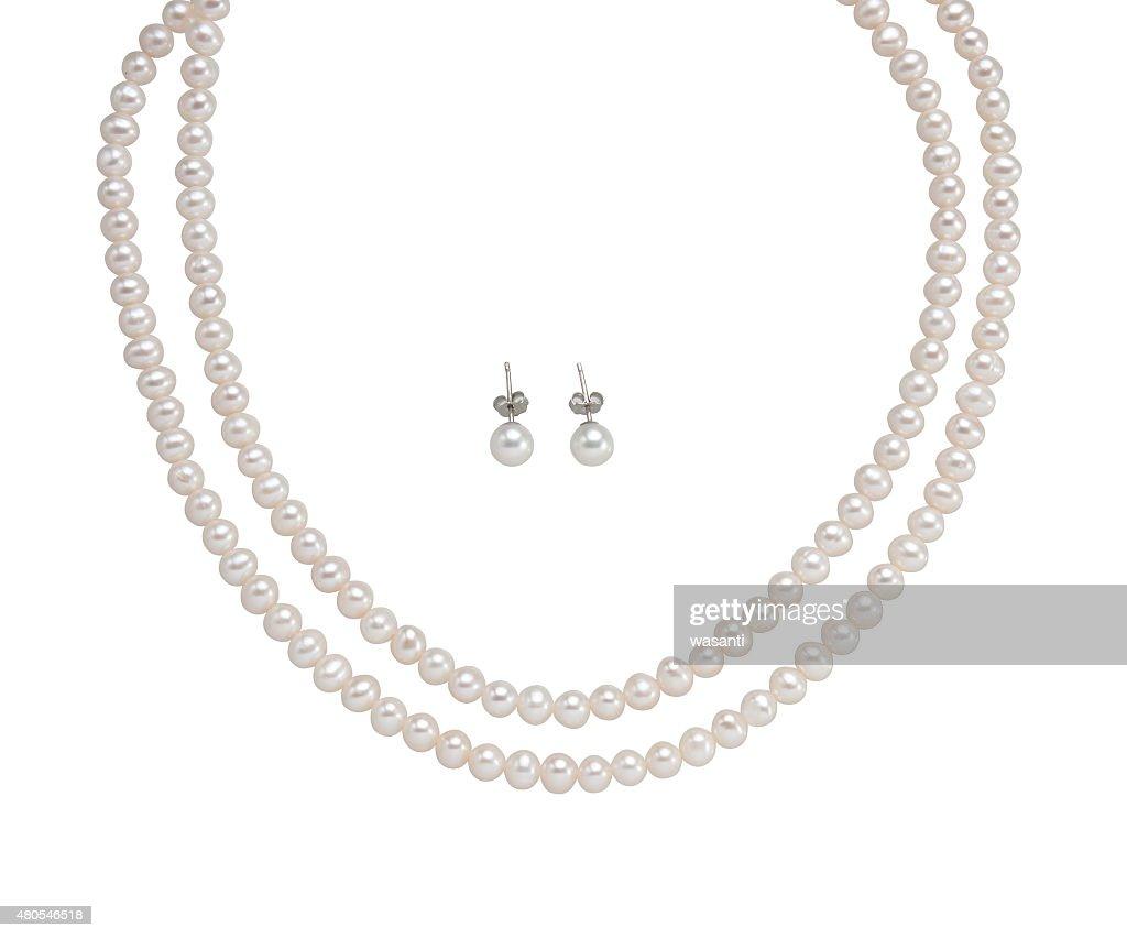 Perlenohrringe und Halskette isoliert auf weiss : Stock-Foto