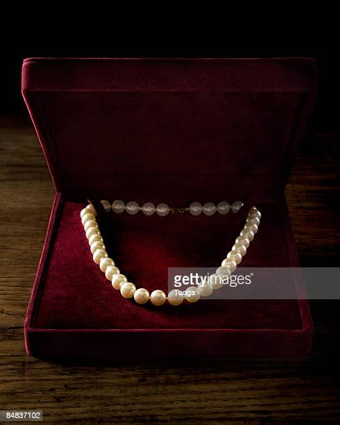 Pearl necklace in velvet box