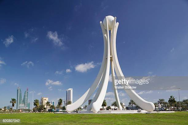pearl roundabout - bahrain stock pictures, royalty-free photos & images