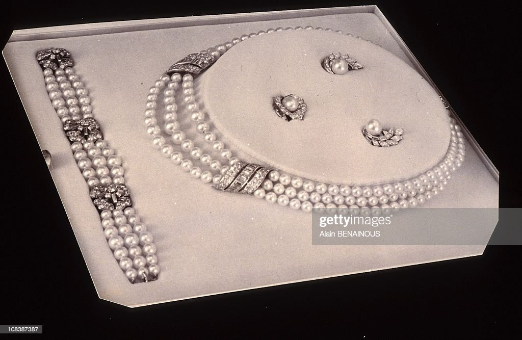 Retrospective Van Cleef And Arpels At Galliera Museum In Paris, France On June 14, 1992. : News Photo