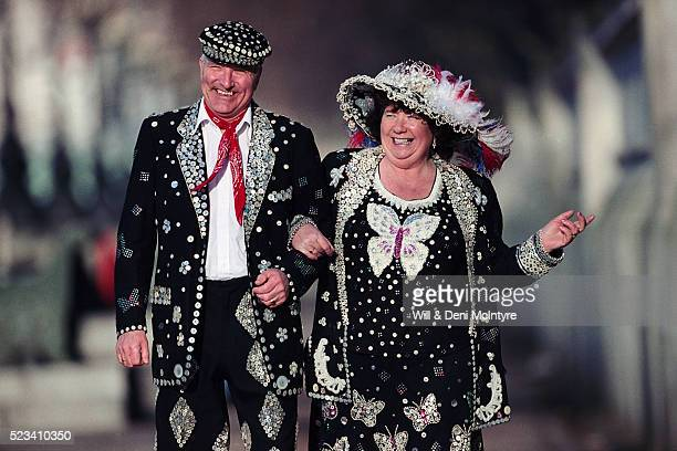 pearly king and queen in london - 北ヨーロッパ ストックフォトと画像