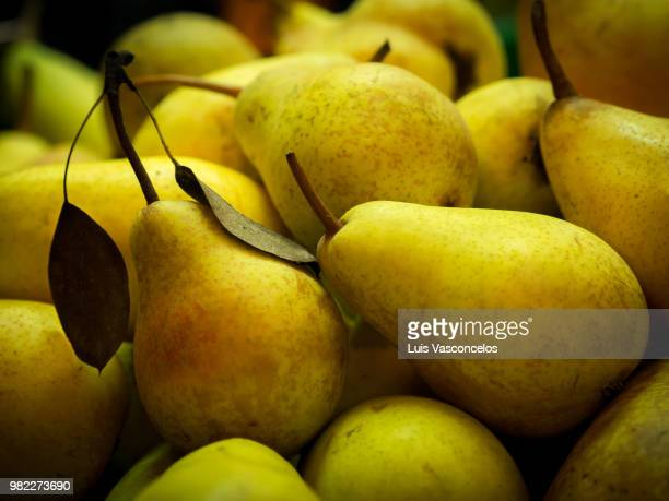 pears at the market - pear stock pictures, royalty-free photos & images