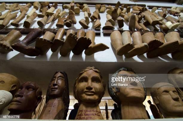 Peças de madeira enviadas por fiéis que tiveram seus pedidos atendidos fazem parte do acervo do Museu Vivo de Padre Cícero em Juazeiro do Norte. |...