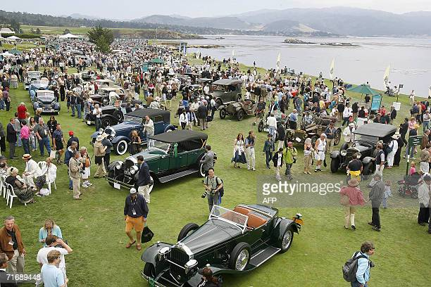 Pebble Beach, UNITED STATES: Historic automobiles fill the 18th fairway of the Pebble Beach Golf Links during the 56th annual Pebble Beach Concours...