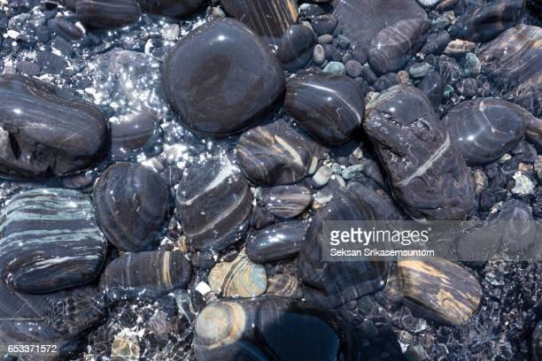 pebble stones on the beach, lipe island, stun, thailand - 濡れている ストックフォトと画像