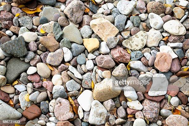 pebbles, close-up - representar fotografías e imágenes de stock