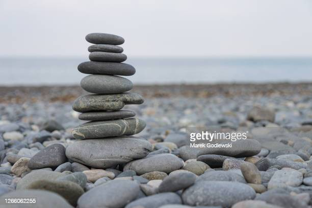 pebbles stack, zen art, rocks tower - tower stock pictures, royalty-free photos & images