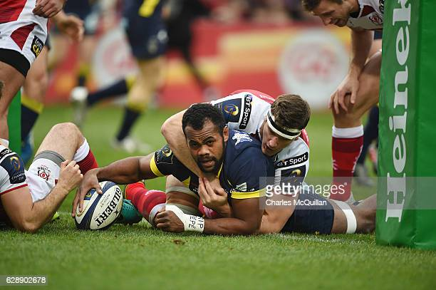 Peceli Yato of ASM Clermont Auvergne scores a try during the European Champions Cup game between Ulster and ASM Clermont Auvergne on December 10 2016...