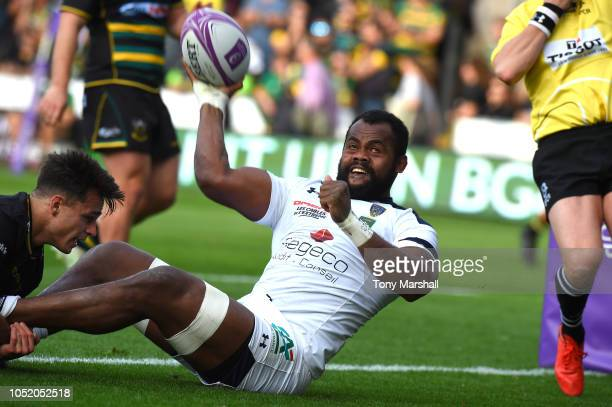 Peceli Yato of Clermont Auvergne celebrates scoring a try during the Challenge Cup match between Northampton Saints and Clermont Auvergne at...