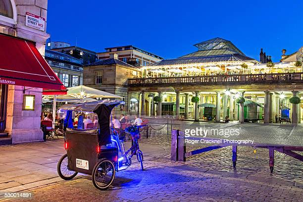 peddle rickshaw in covent garden piazza london - covent garden - fotografias e filmes do acervo