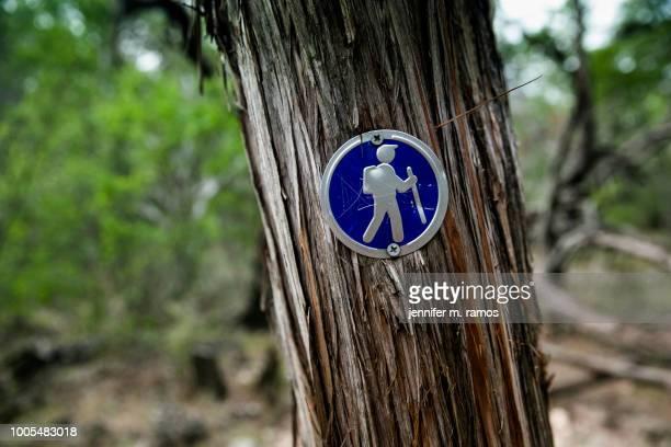 pedernales falls state park hike, trail marker (blaze - トレイル表示 ストックフォトと画像
