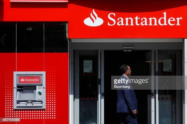 A pedestian passes a bank branch of Banco Santander SA in London UK on Tuesday Aug 15 2017 Banco Santander Spains biggest lender has bought minority...