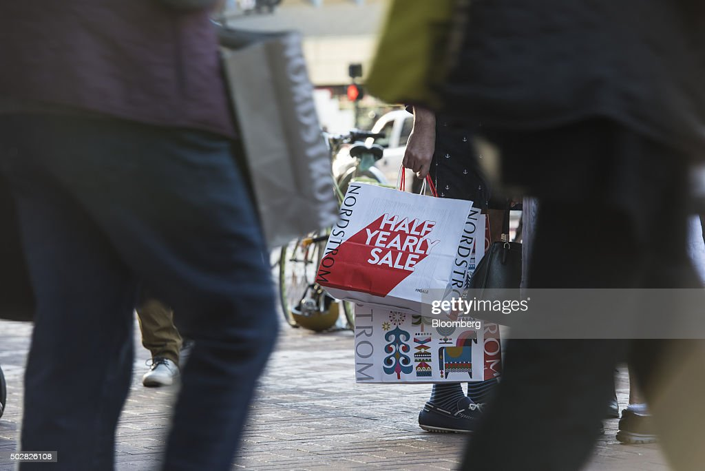Shoppers In Union Square As Retailers Get Late Surge, Boosting Holiday Sales : Nieuwsfoto's