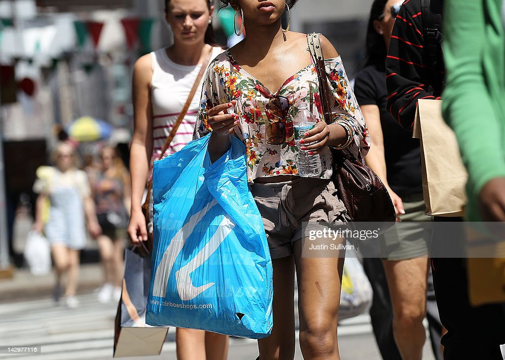 A pedestrian carries a shopping bag while walking along Broadway on April 16, 2012 in New York City. Despite high energy prices, the Commerce Department reported today that retail sales beat expectations in March with an 0.8 percent rise compared to a 1.0 percent increase in February.